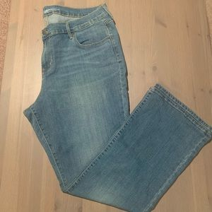 Old Navy Curvy Profile Bootcut Jean